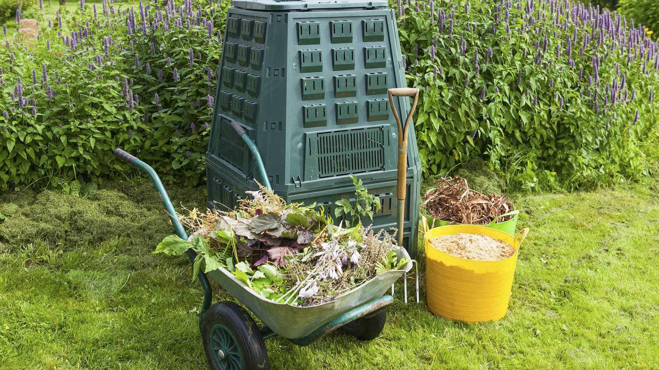 Rozměry kompostéru závisí naprostoru, kde má být umístěn. Rozhodně by neměly být menší než jeden metr čtvereční.