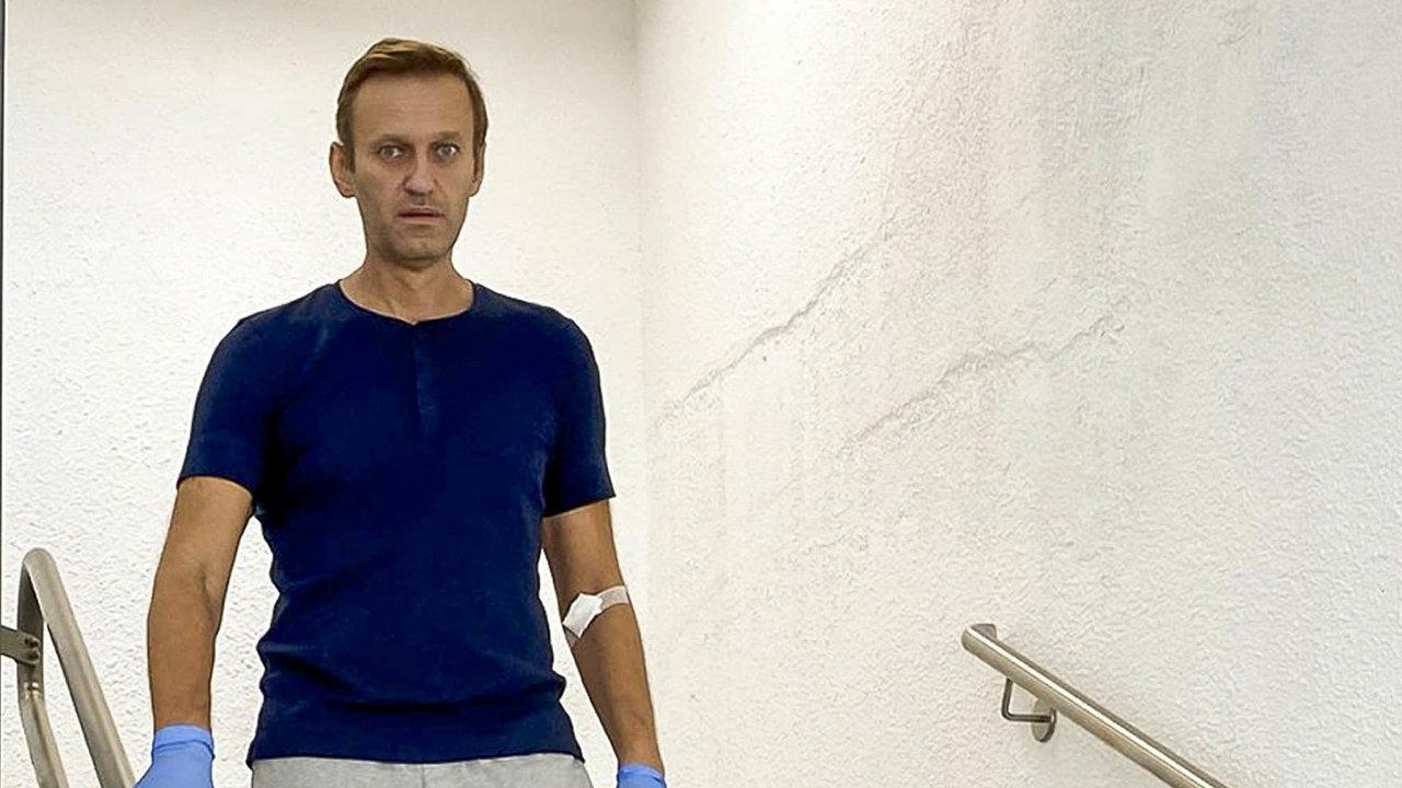 Propuštěn. Alexej Navalnyj je z berlínské nemocnice v domácím ošetřování a čeká ho rehabilitace. Na sociálních sítích se okamžitě pustil do putinovského režimu v Rusku.