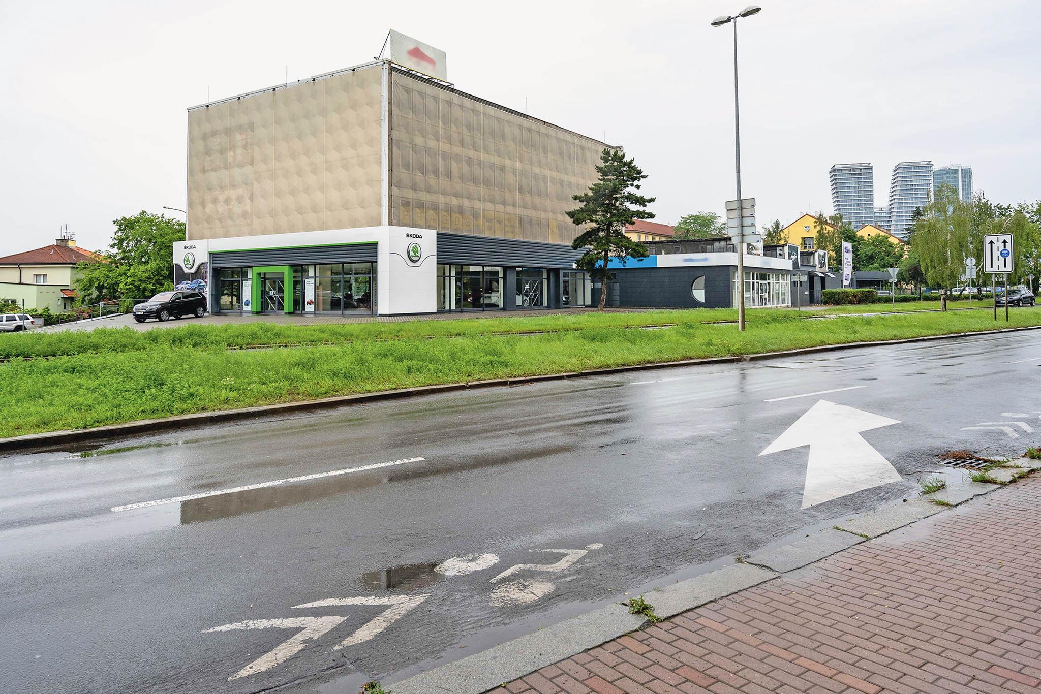 Vpřípadě dražby areálu vPraze 4 padly dva české rekordy von-line dražbách. Kromě nejvyšší celkové částky zároveň došlo krekordnímu nárůstu odvyvolávací ceny pokonečnou.