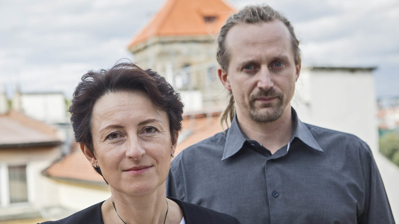 Lenka Eckertová, ředitelka Nadace RSJ, a Petr Winkler, vedoucí oddělení výzkumného programu sociální psychiatrie vNárodním ústavu duševního zdraví