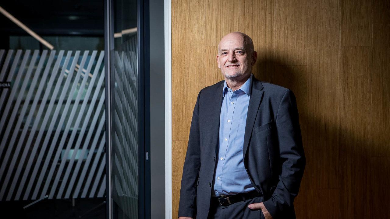 Zastánce uhlí. Podle Luboše Pavlase, šéfa jedné z velkých energetických firem v Česku, je rychlý odchod od uhlí nezodpovědný, neboť nikdo nezná jeho ekonomické dopady.