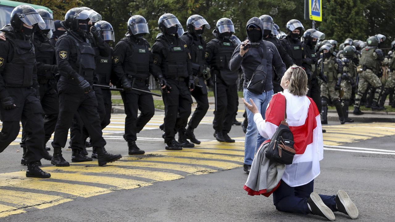 Během běloruských protestů bylo odloňského srpna podle oficiálních statistik zatčeno načtyřicet tisíc lidí.