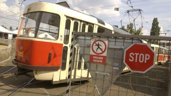 Depo, st�vka, tramvaj, vstup zak�z�n