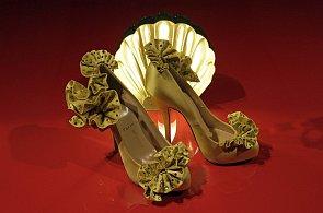 Výstava bot designového mága Louboutina: Střevíčky na převysokých podpatcích