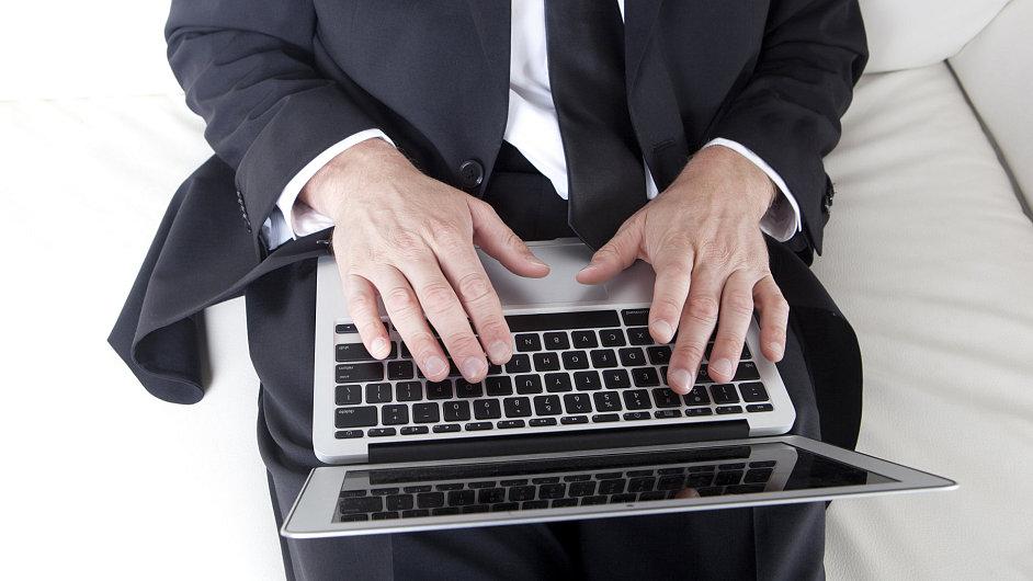 Více než čtvrtina (28 procent)  majitelů chytrých telefonů je používá místo notebooku