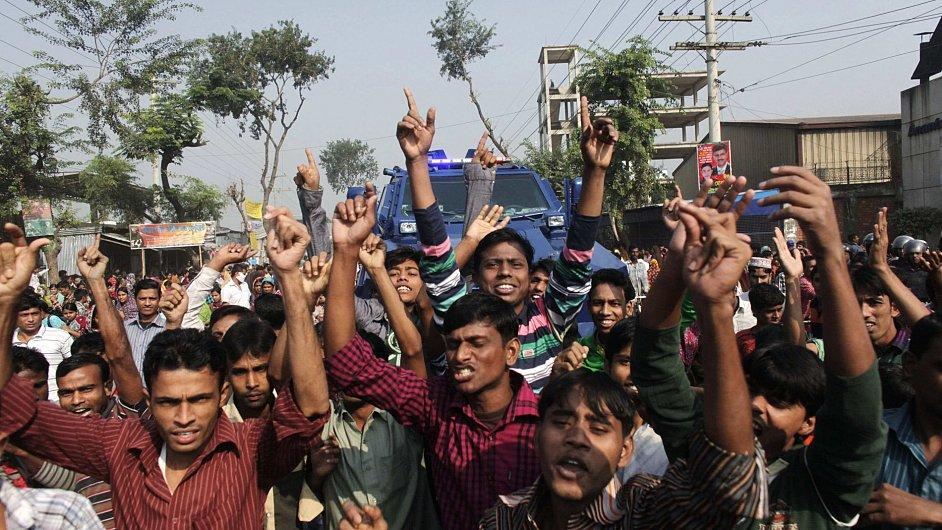 V Bangladéši demonstrovali dělníci