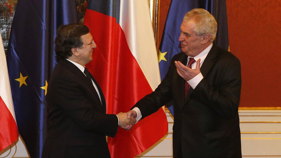 José Barroso (vlevo) a Miloš Zeman