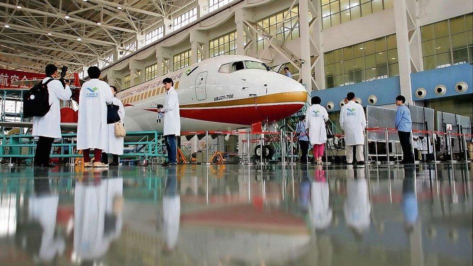 Čínská společnost COMAC představuje médiím svůj menší letoun.