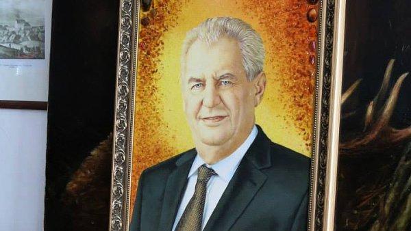 Zeman daroval Kalouskovi obraz. Celé foto i se šipkami najdete na konci článku.
