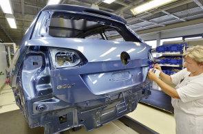 Nová auta v Evropě lákají. Všechny velké značky jsou po pololetí v plusu