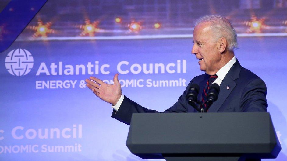 Americký víceprezident Joe Biden mluvil během sobotního summitu Atlantické rady v Istanbulu o energetické závislosti Evropy
