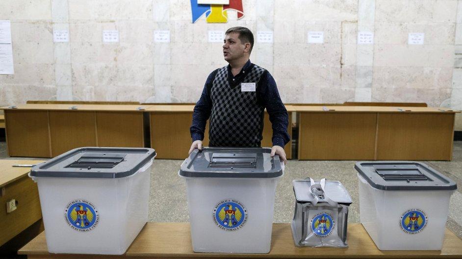 V nedělních parlamentních volbách v Moldavsku se utkají proevropský a proruský tábor.
