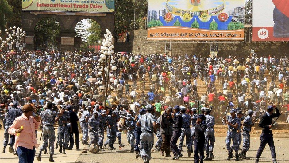 V hlavním městě Etiopie demonstrovalo proti IS a tamní vládě přes sto tisíc lidí.