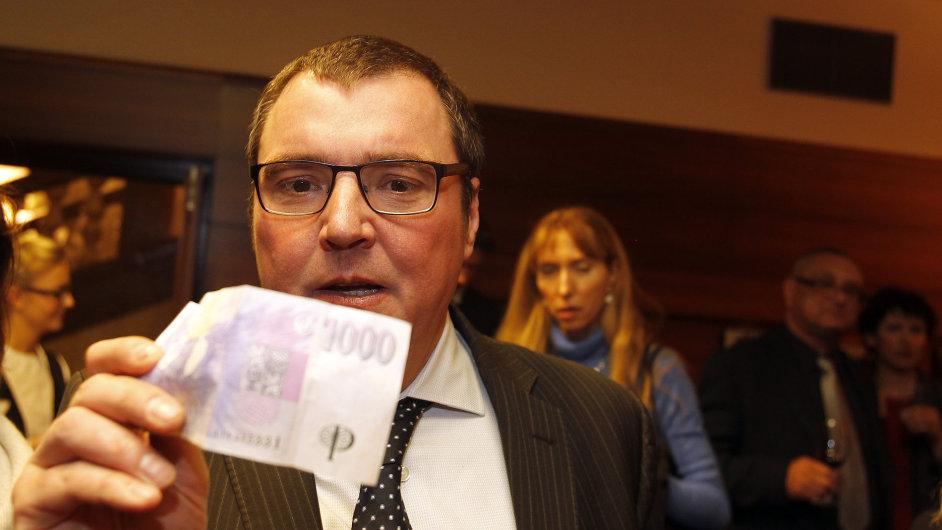 Koruna dnes oslabuje: Guvernér České národní banky Miroslav Singer
