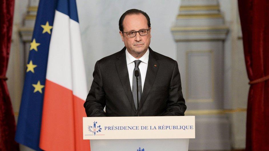 Francouzský prezident Hollande chce prodloužit výjimečný stav na tři měsíce.