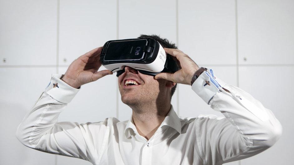 a5d055079 Test: Gear VR od Samsungu je skvělá promítačka filmů za tři tisíce ...