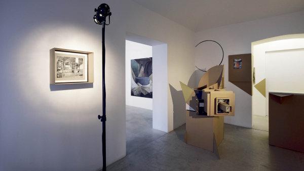 Pohled doPitínovy výstavy Barokní kancelář.