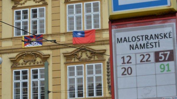 Tibetsk� vlajka zavl�la i na sn�movn�. Ministr Herman inicioval za ob�ti tibetsk�ho povst�n� minutu ticha - Ilustra�n� foto.