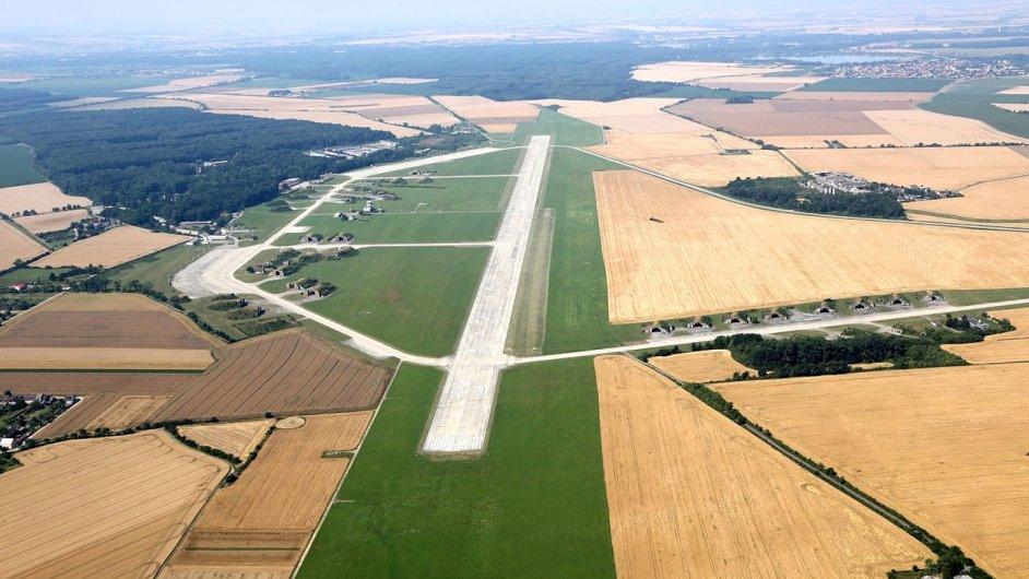 Vnitrostátní veřejné a mezinárodní neveřejné letiště vzniklé v říjnu 2013 z původního vojenského letiště Přerov-Bochoř.