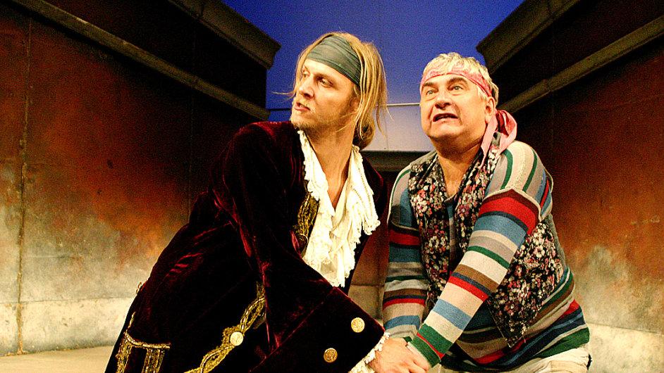 Když začal Donutil v září 1994 situační komedii Carla Goldoniho z roku 1745 zkoušet, bylo mu 44 let.