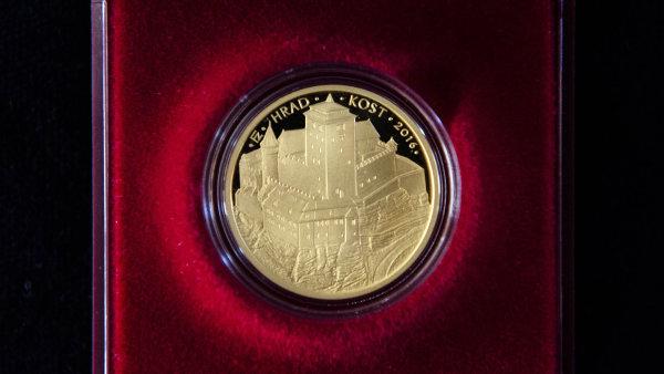 Česká národní banka představila 31. května v prostorách hradu Kost zlatou minci s motivem této památky.
