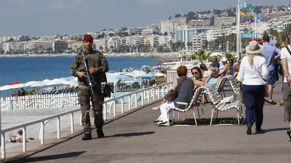 Hoteliéři v Nice se bojí úbytku turistů po teroristických útocích.