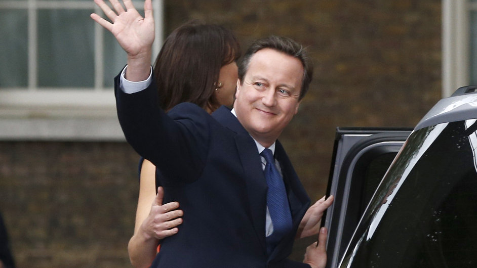 Britský expremiér Cameron se vzdal poslaneckého mandátu.