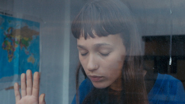 Na snímku z portugalského filmu je debutující herečka Alice Albergaria Borgesová.