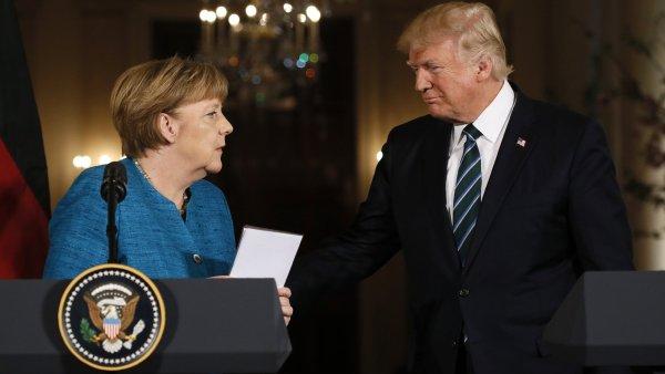 Donald Trump při setkání s německou kancléřkou Angelou Merkelovou.