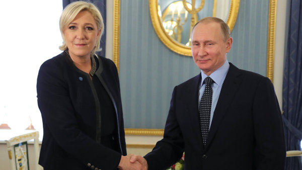 Marine Le Penová se sešla s Vladimirem Putinem.