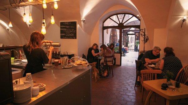 Interiér podniku Roesel - Beer & Cake v malostranské Mostecké ulici.