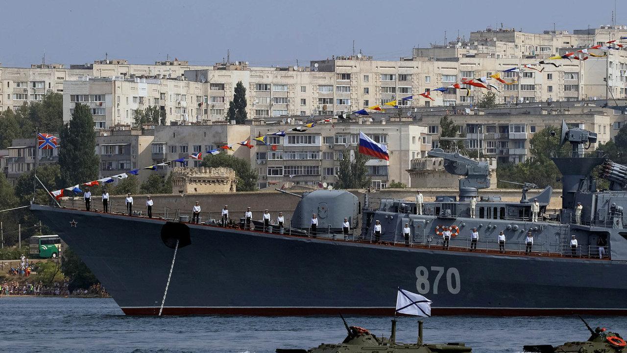 Do krymského přístavního města Sevastopol putovaly turbíny od firmy Siemens.
