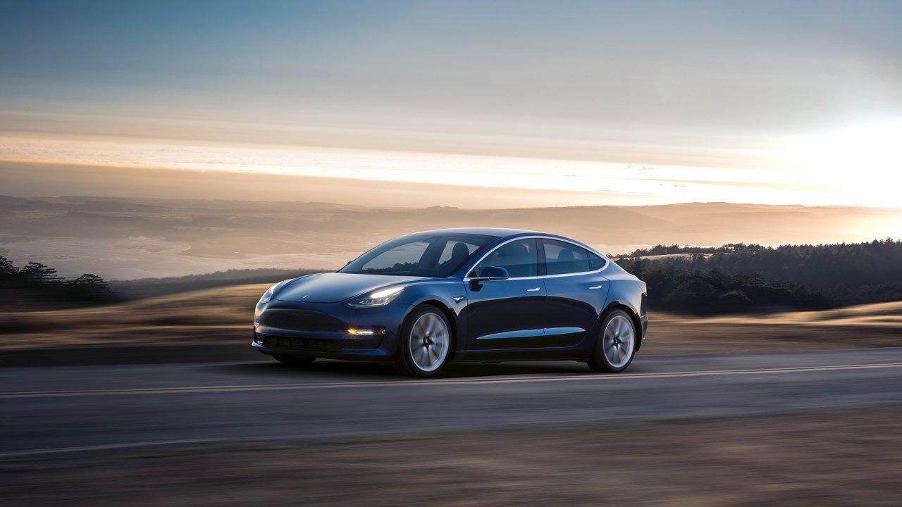 Tesla Model 3 je nejdostupnějším elektromobilem firmy Elona Muska.