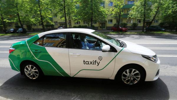 Auto alternativní taxislužby Taxify.
