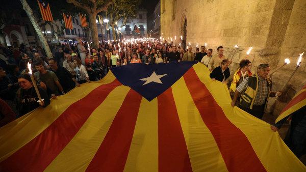 V Barceloně budou v pondělí demonstrovat statisíce lidí na podporu nezávislosti Katalánska.