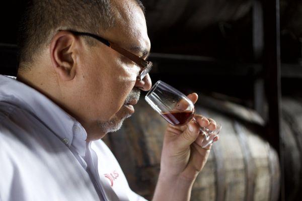 Čichovou degustaci tvrdého alkoholu provádějte ve dvou krocích, doporučuje venezuelský master blender Gilberto Bricea.