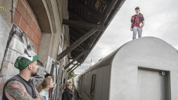 Kampaň Jedna blbá fotka se snaží odradit mladé od lezení na vlakové vagony.