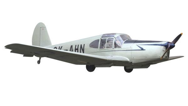 """Letoun Mráz M-1 C Sokol. """"Sokol"""" byl prvním letadlem, jež bylo zalétáno po válce. Verze M-1 C vznikla v roce 1947, kdy z dvousedadlové byla jednoduchou úpravou změněna na třímístnou."""