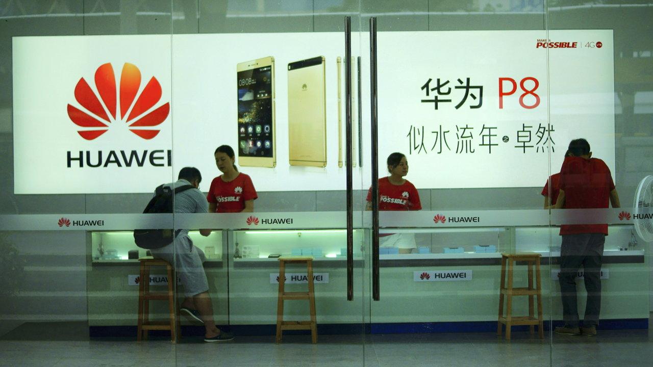 Na čínském trhu letos po šesti letech klesl prodej chytrých telefonů. Huaweii se ale přesto dařilo rychle růst - Ilustrační foto.