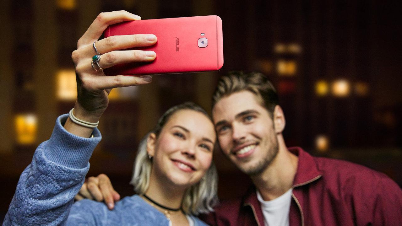 Asus ZenFone 4 sází na duální fotoaparáty