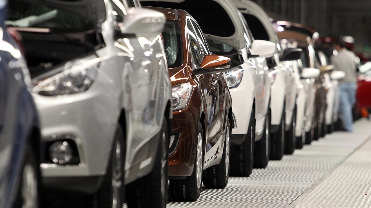 Českou ekonomiku může zasáhnout recese přes automobilový průmysl, na který dopadne obchodní válka.