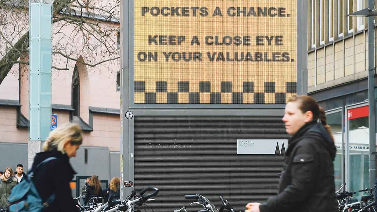 Nedejte kapsářům šanci. Ivzahraničí– nasnímku vKolíně nad Rýnem– mají problémy skapsáři. Vpražském metru byla ještě donedávna upozornění tohoto typu.