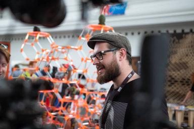 Tvůrce nejpoužívanější 3D tiskárny světa Průša začínal v malém na pražském Smíchově a každému zákazníkovi dával školení. Teď dělá tisíce tiskáren měsíčně.