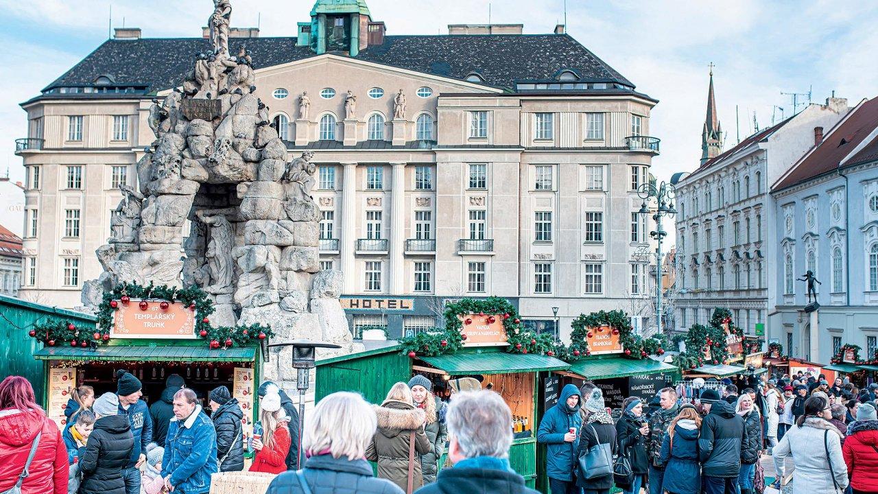 Zelný trh skašnou Parnas je ze čtyř náměstí, nanichž se konají trhy, nejromantičtější.