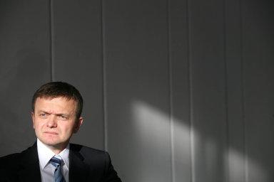 Spolumajitel Penty Haščák se po zadržení policií vzdal výkonných funkcí ve skupině. Jeho pozici přebírá Brit Child