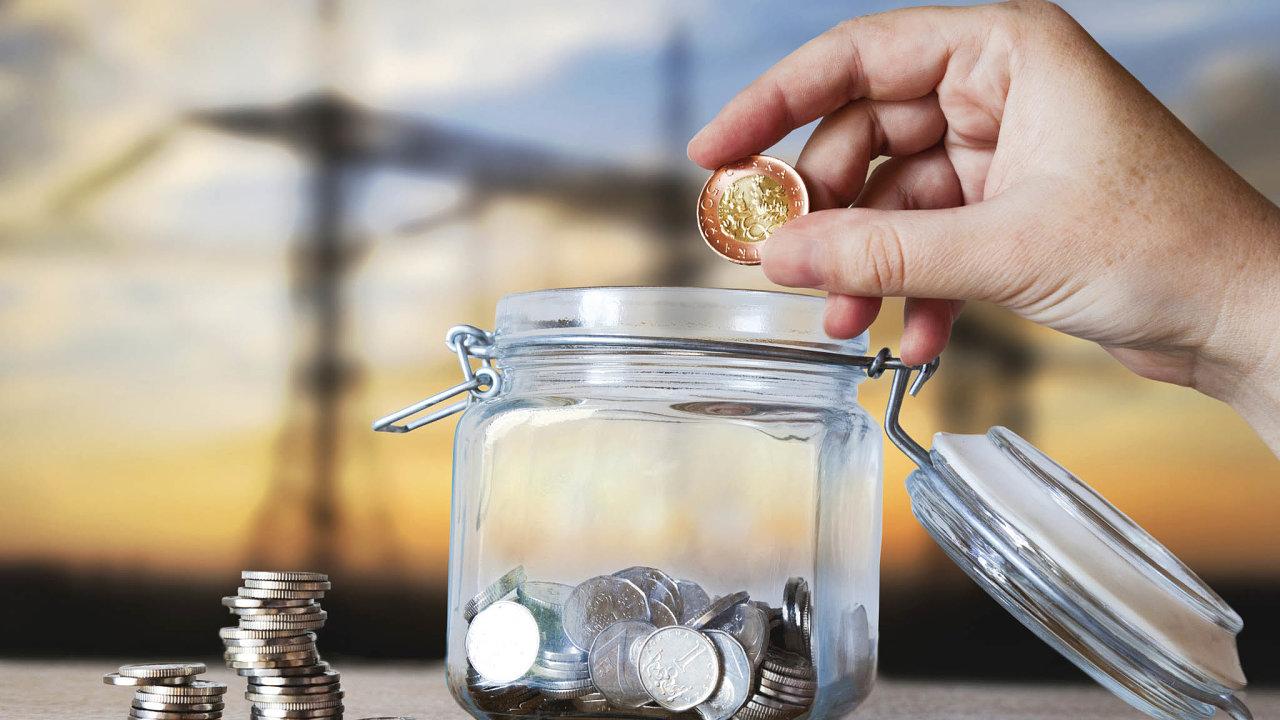 Míra úspor domácností je včeské ekonomice poměrně vysoká, spodílem nahrubém národním důchodu téměř 29procent zaujímá Česko mezi ostatními evropskými státy třetí příčku.