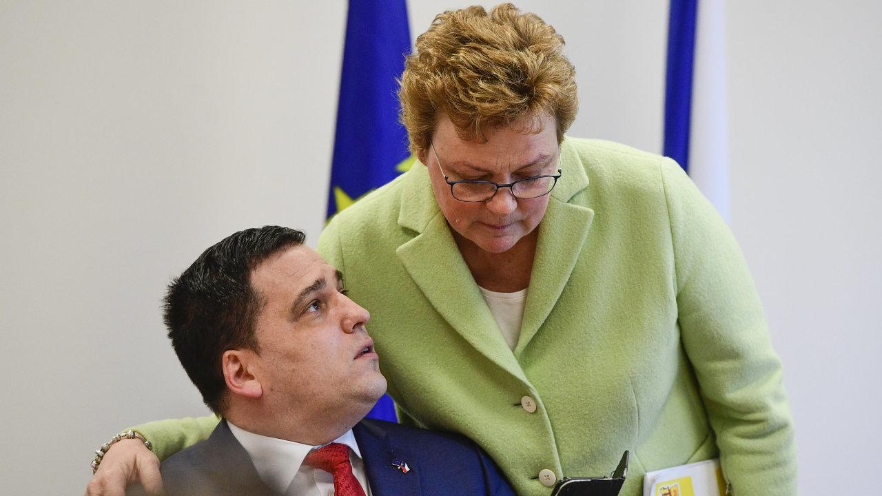 Předsedkyně výboru pro rozpočtovou kontorlu Monika Hohlmeierová a europoslanec Tomáš Zdechovský