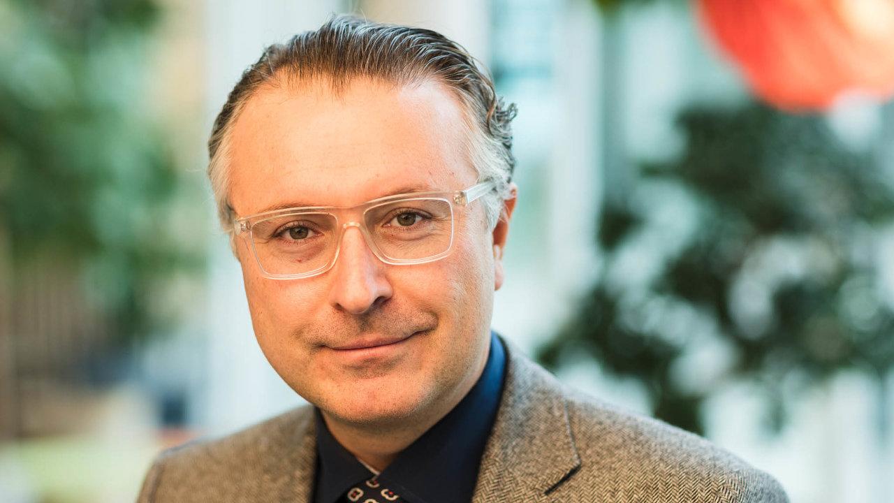 Nechlubíme se. Jeden z ředitelů Ericssonu Rene Summer se domnívá, že důležitější je nyní budovat 5G sítě než se poměřovat s konkurencí, kdo je jednička trhu.