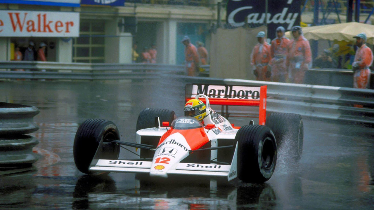 Ayrton Senna si na okruzích vysloužil přezdívku Pán deště kvůli jistotě, se kterou na mokrých tratích závodil. Stejnou schopnost měl o 20 let dříve Jim Clark, teď ji odborníci vidí u Lewise Hamiltona.