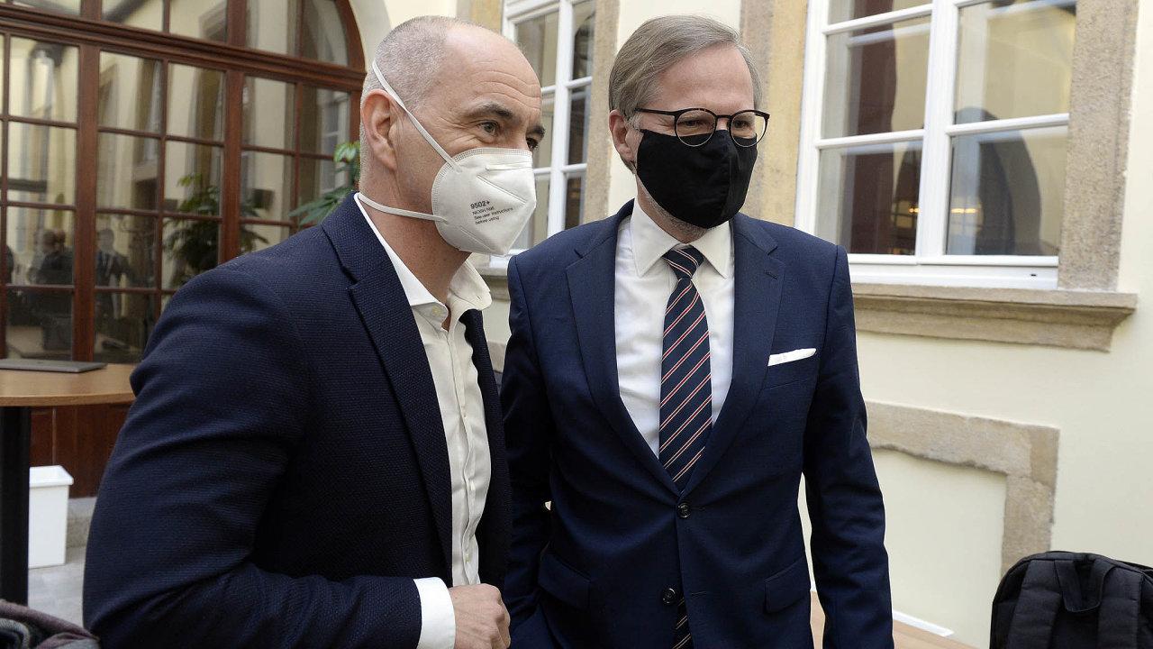 Hejtman apředseda. Jihočeský hejtman Martin Kuba (vlevo) dohodl prodloužení nouzového stavu spremiérem. Byť ho předseda Petr Fiala chtěl ukončit.
